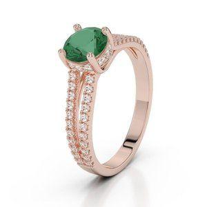 Jewelry - 4.25 Carats round brilliant cut emerald and diamon